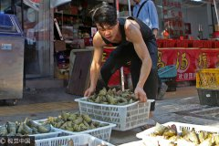 Live streaming boosts zongzi sales